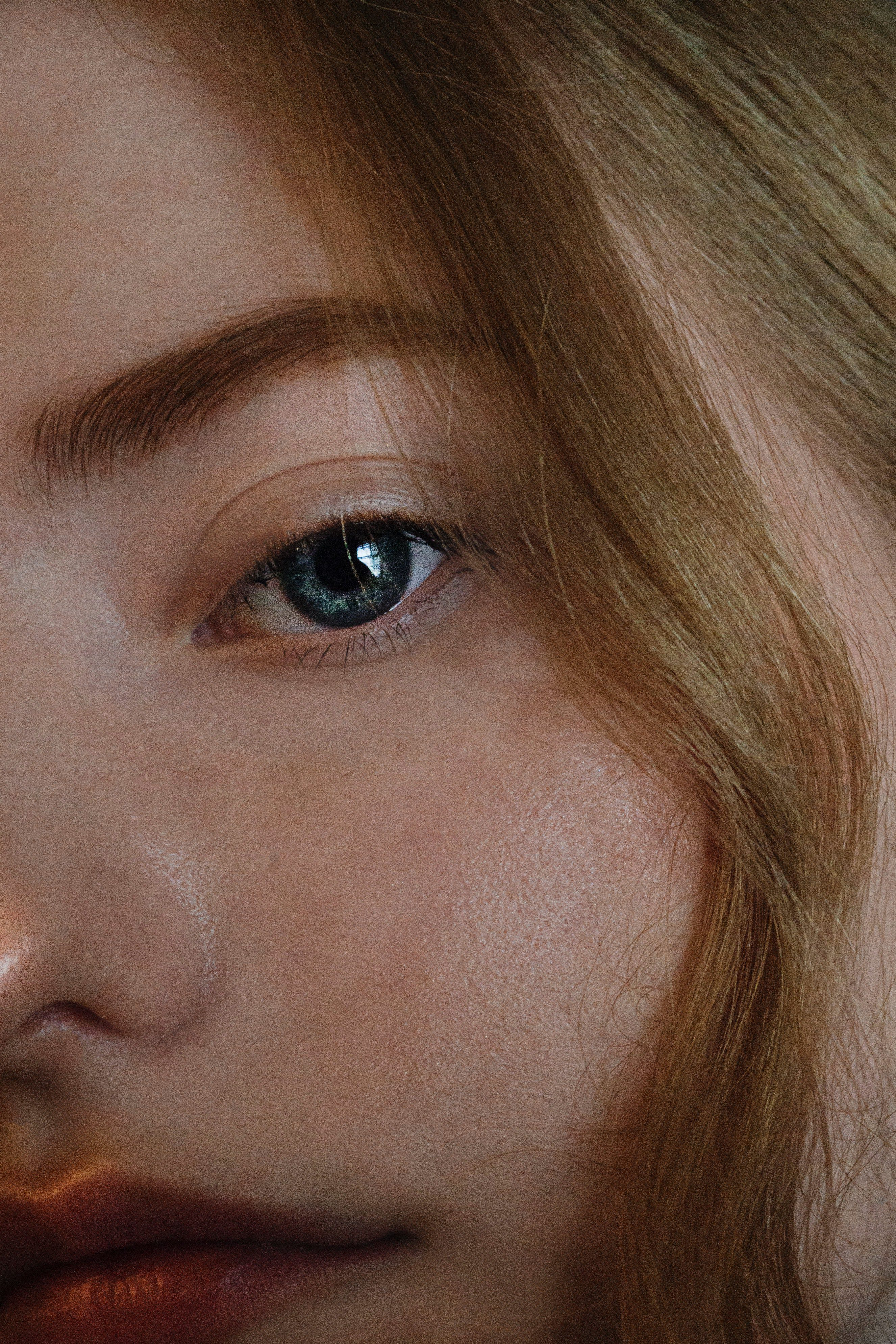 This is how you can make your under-eye bags disappear!